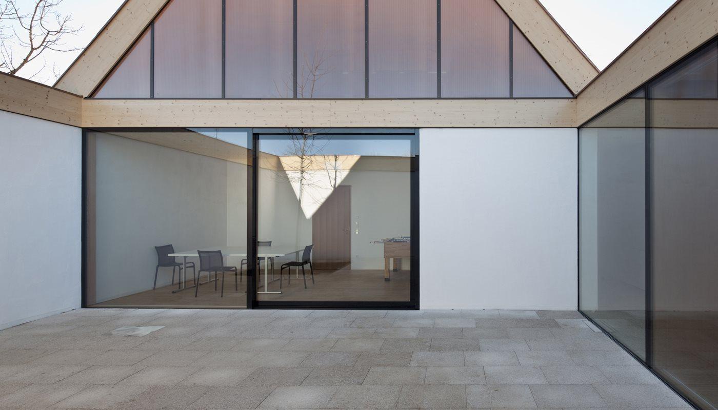 Deppisch-Architekten_Pfarrzentrum-Oberhaching-Montage_Lichthof_1_dettaglio